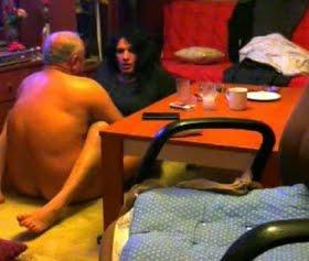 Ahmet dayı travesti nuriyeyi sert sikerse