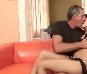 Kızın suratına attıran olgun adam