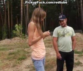 Genç hatun ormanda sikişmek istiyor