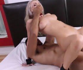 Maceraları seven kız seksi bir orospu Molly