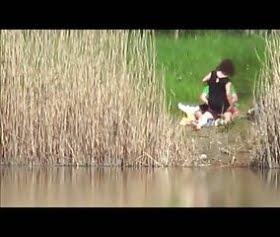 Göl kenarında gizli sex yapan aile pornosu