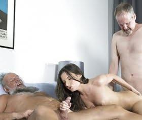 bedava yaşlı dede hatunu götten sıkıyor sex izle