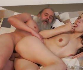 Ivana Sugar sarışının güzel anal sikişi