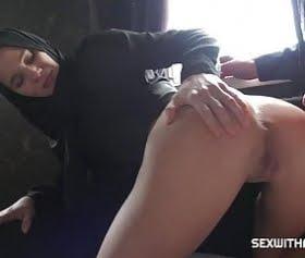 başörtülü kızın, gençliğindeki ilk canlı pornosu