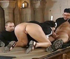 kilisede papaz, rahibe grup pornosu uzun