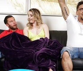 sexy lady kocasının yanında elleşiyor