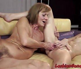 yaşlı mature ile genç bakire, lezbiyen video