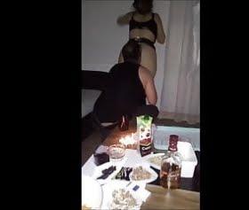 bir kadeh viskiyle sarhoş olup sex yaptı emel