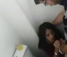 tuvalette sikişirken basılan türk kuzenler