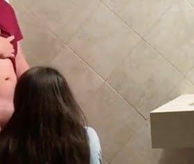 avm tuvaletinde melikeyi gizli siken genç oğlan