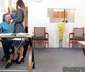ofiste patronuyla sevişen bambi brooks