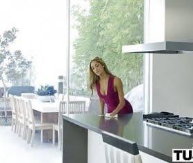 chloe amour, mutfakta tek taşşaklı adamla sağlam sikişti