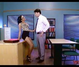 liseli anya lvy, müdürüyle sınıfta oral sex