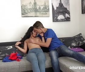 yeni sevgililerin amatör sıcak sex filmi