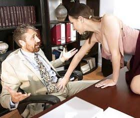 ashley adams müdüre masada duman attırdı sex yaşadı
