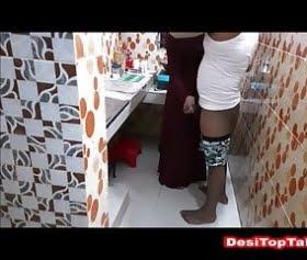 tuvalette kapalı bacısını siken esmer çocuk