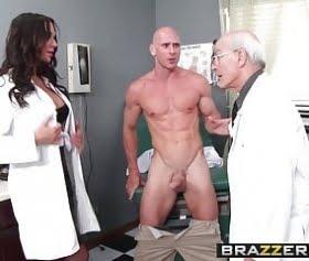 Hemşire hastasına tedavi için sakso çekmek mecburiyetinde