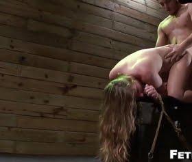 sarışını bağlayıp sertçe geçirdi,fetish network